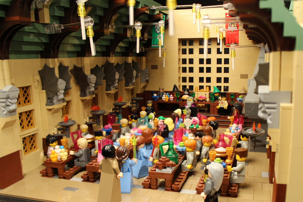 Amazing LEGO creations by Alice Finch - Feast at Hogwarts Hall