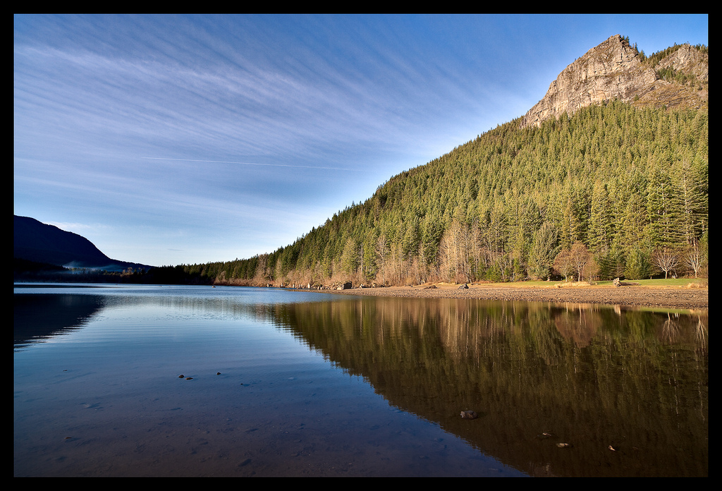 Rattlesnake Ledge, and Lake. Photo credit: Dudley Carr, flickr CC