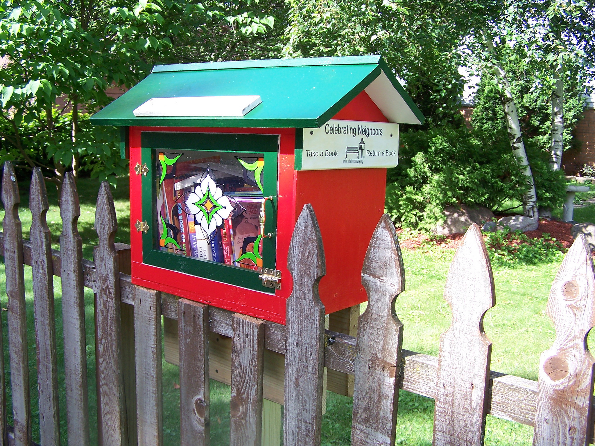 Little Free Library. Photo credit: Bookusbinder, flickr cc