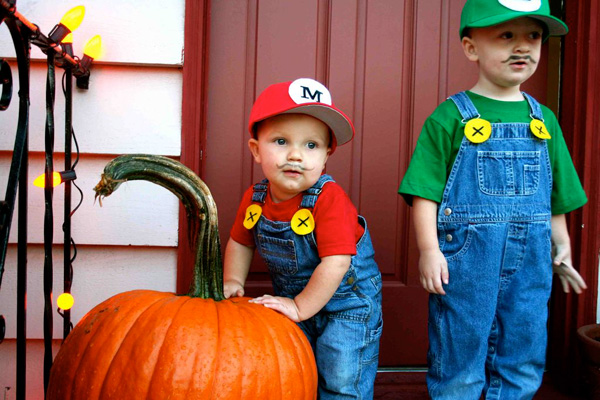 DIY Super Mario Brothers Halloween costumes for kids on Instructables