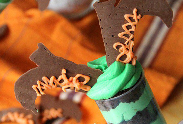 Halloween treats: Halloween witch push-up pops by Cookies and Cups