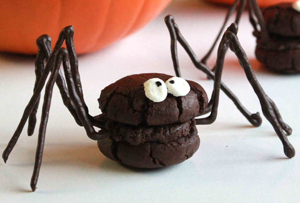 Halloween treats: Spider whoopie pies by Oh Sweet Day!