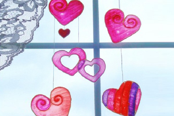 Heres A Valentines Diy Gift Idea From Holiday Crafts And Creations That Will Brighten Up Any Window The Stained Glue Hearts Are Made Using Wax Paper