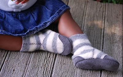 Eco-friendly wool baby booties by Wooly Baby on Etsy