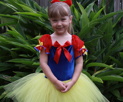 Snow White Halloween costume by Prima Fashions on Etsy