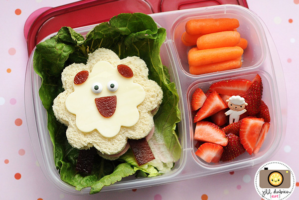 Spring sheep bento box lunch for kids by Meet the Dubiens