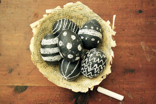 Chalkboard paint Easter eggs for kids by Oleander + Palm