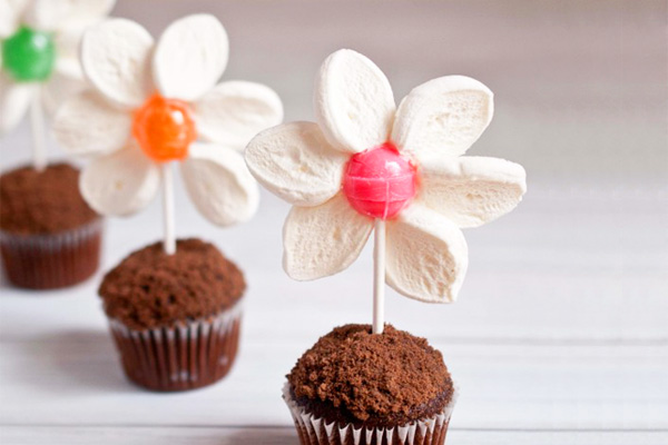 Easter spring flower muffins for kids by Domestic Fits