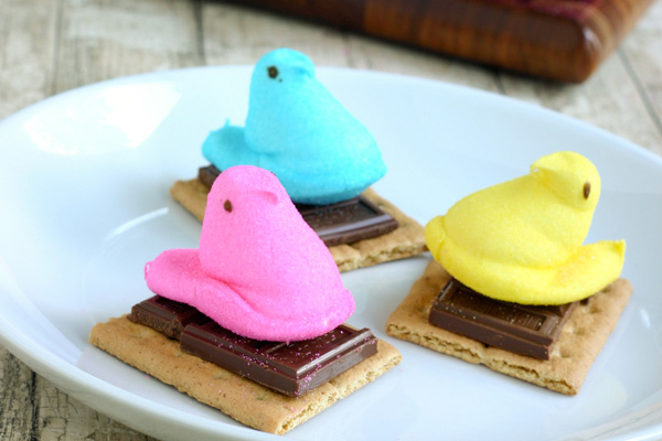 Easter Peeps s'mores for kids by Eclectic Recipes