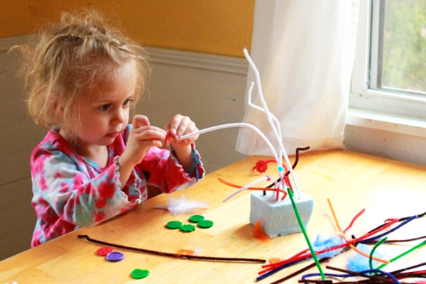 Homemade wire sculpture art for kids by The Artful Parent