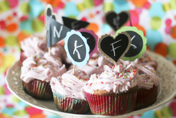 DIY chalkboard cupcake toppers by Callaloo Soup