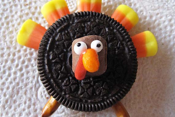 Thanksgiving Oreo turkeys by Cookies and Cups