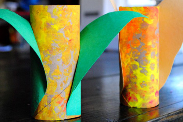 Thanksgiving cardboard tube maize craft by Pioneer Mother