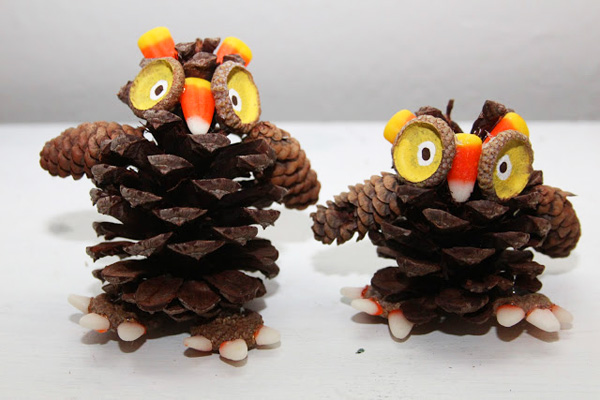 Thanksgiving pinecone owls by Remade Simple