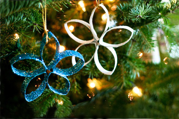 Homemade glitter Christmas ornaments by Blog a la Cart