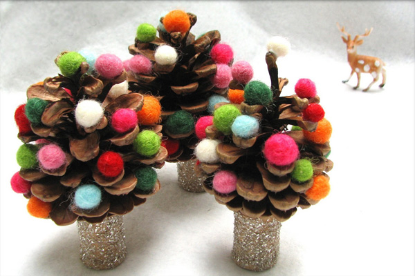 Homemade pinecone Christmas trees by The Wool Acorn