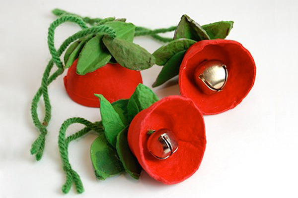 Homemade Christmas jingle bell flowers by The Crafty Crow