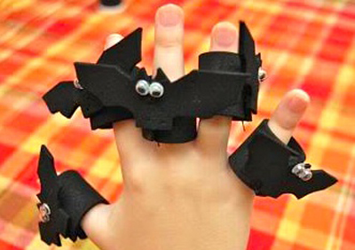 Halloween bat finger puppets by Frugal Family Fun Blog