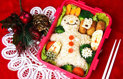 Christmas gingerbread man bento box lunch by Adventures in Bentomaking