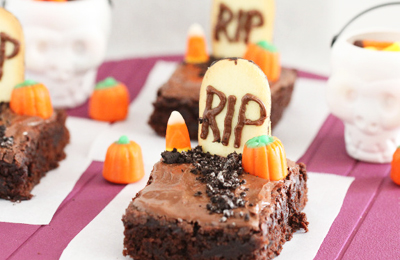 Halloween graveyard brownies by Picky Palate