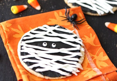 Halloween mummy cookies by Cookin' Canuck