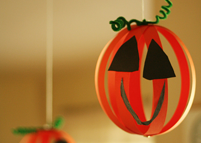Halloween paper jack-o-lanterns by Let's Explore