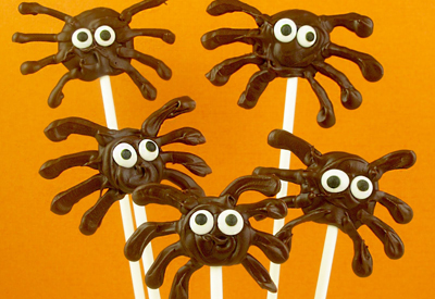 Halloween chocolate spider pops by The Decorated Cookie