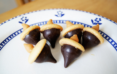 Thanksgiving Hershey's Kiss acorn cookies by Poppytalk