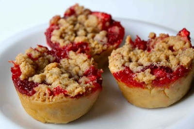 Mother's Day mini strawberry pies by Cooking with My Kid