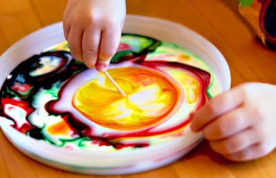 Milk painting with kids by Modern Parents Messy Kids