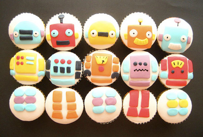 Robot birthday cupcakes by Hello Naomi