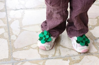 St. Patrick's Day DIY Shamrock Pins by Alphamom