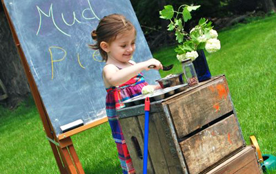 Outdoor mud pie kitchen for kids by Inner Child Fun