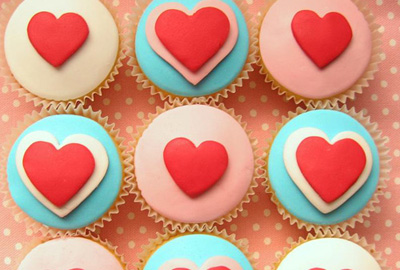 Valentine's Day cupcakes by Hello Naomi on CakeSpy