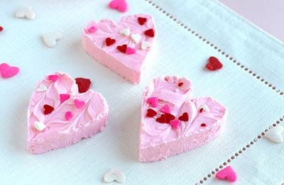 Valentine's Day strawberry fudge by Cookies and Cups