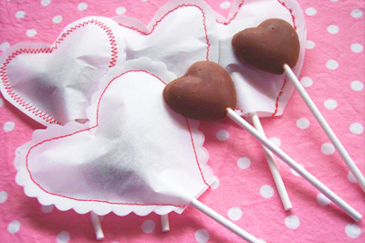 Valentine's Day chocolate lollipops by Sewtakeahike