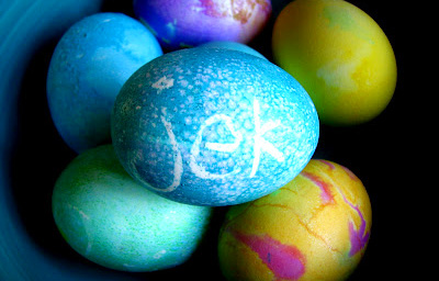 Homemade dyed Easter eggs by Scrumdilly-Do!