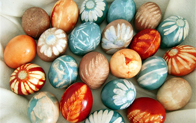 Naturally-dyed Easter eggs by Big Sis Lil Sis
