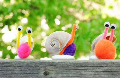Crafty seashell pom pom snails by Meet the Dubiens