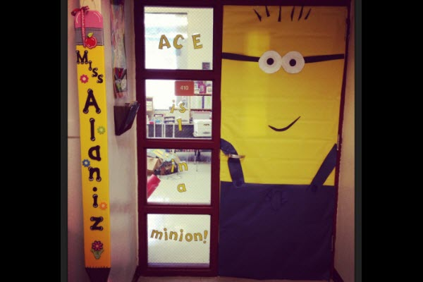 17 birthday party ideas featuring minions parentmap for Decoration porte halloween