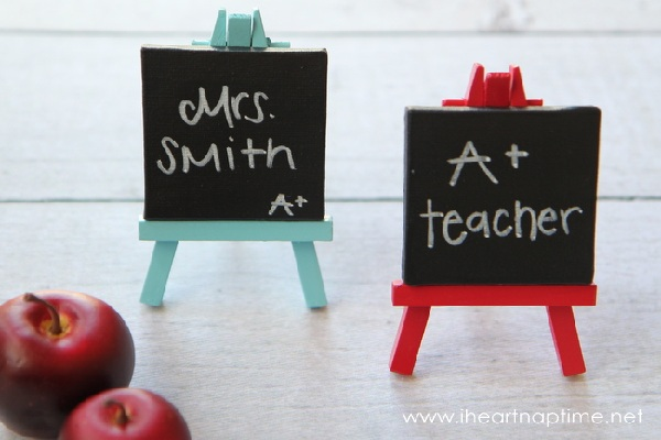 Mini chalkboard easels from I Heart Nap Time