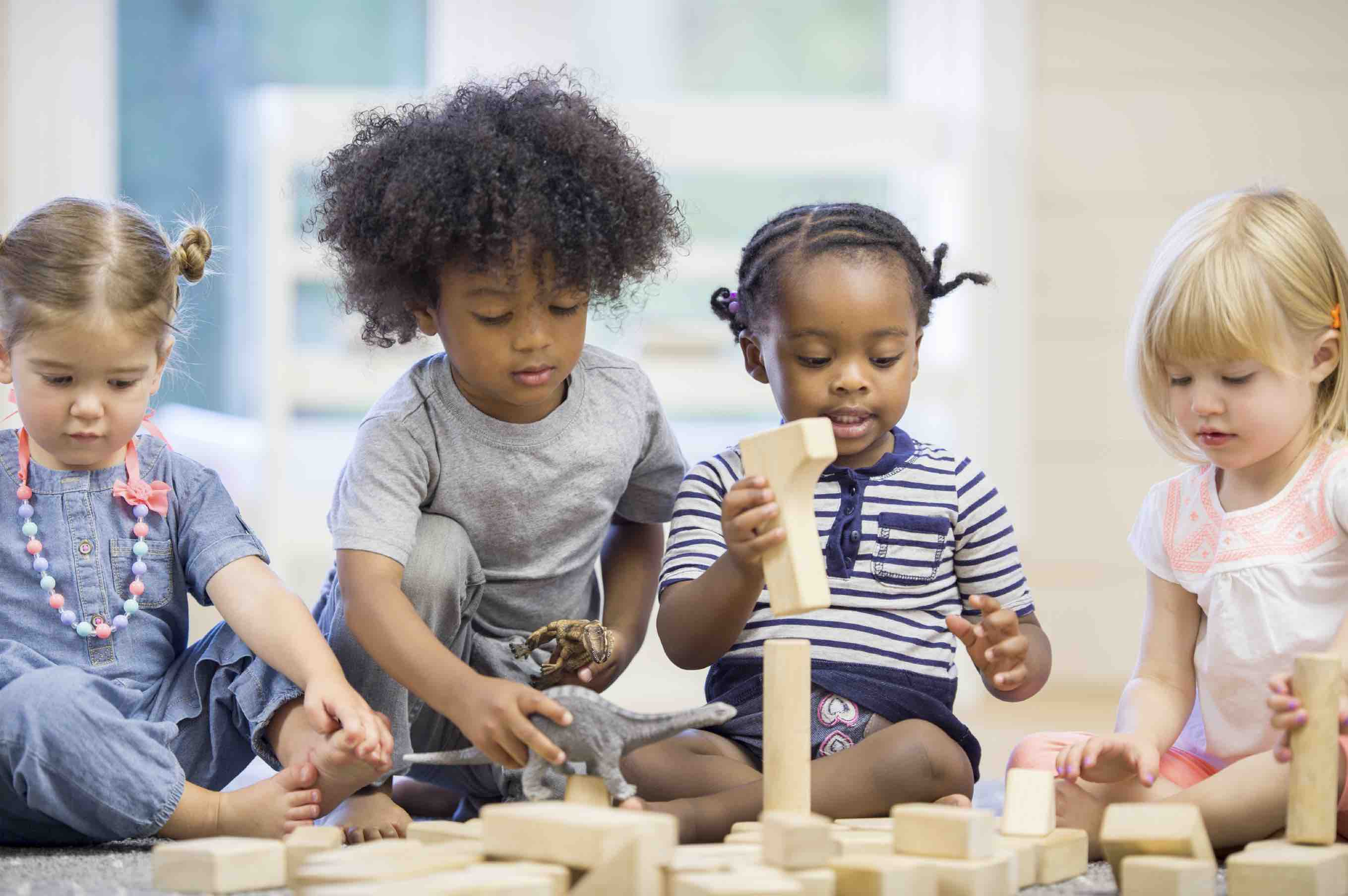 preschool kids playing preschool primer comparing different preschool styles 316