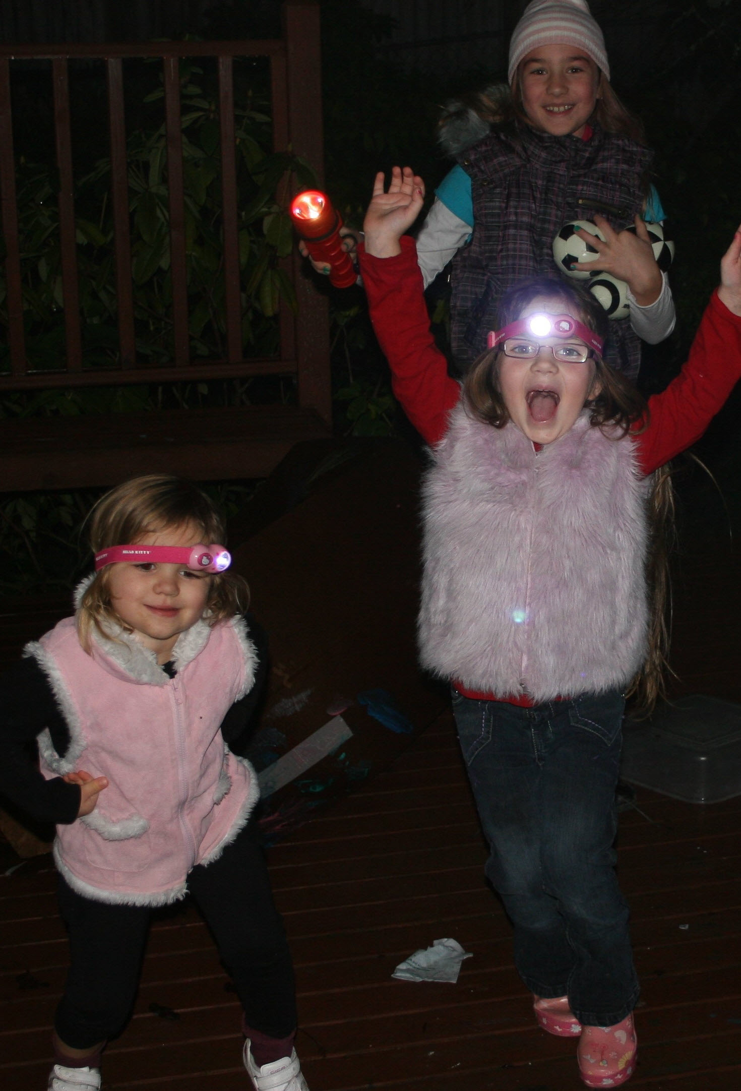 10 Ideas For Playing Outside In The Dark Parentmap