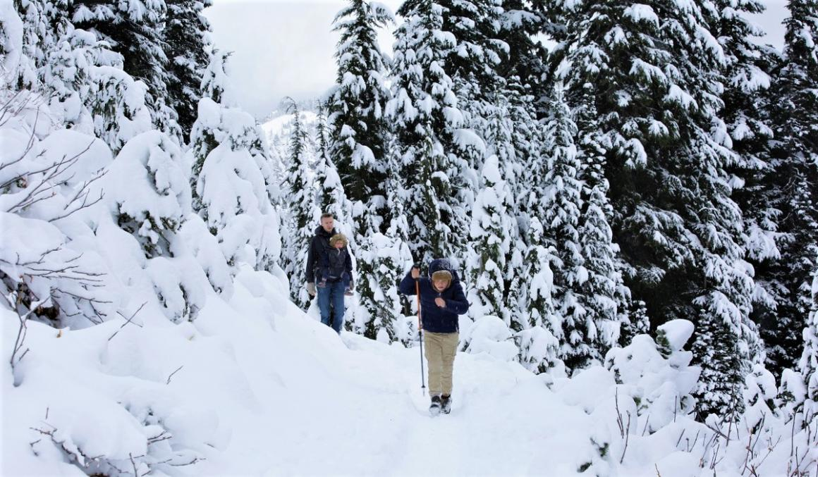 Family on snowy trail hiking in snowshoes Seattle family takes on 1000 hours outdoors challenge