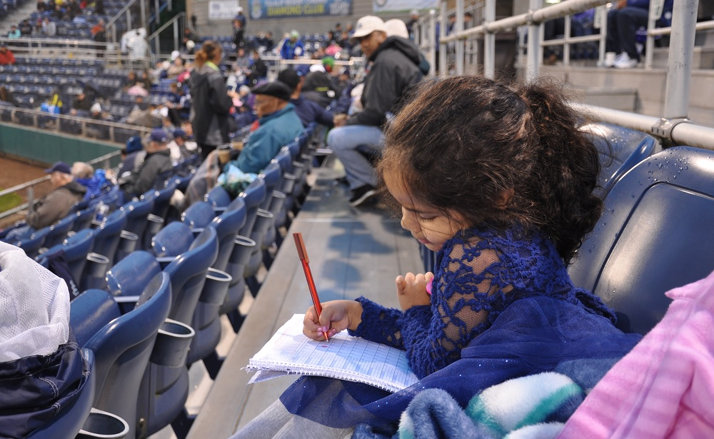 Everett-aquasox-fun-for-families-child-keeping-score