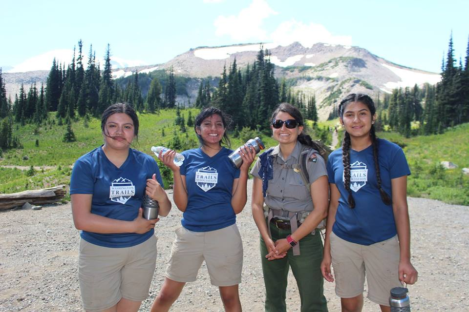Latino Outdoors all-girl Trail Team