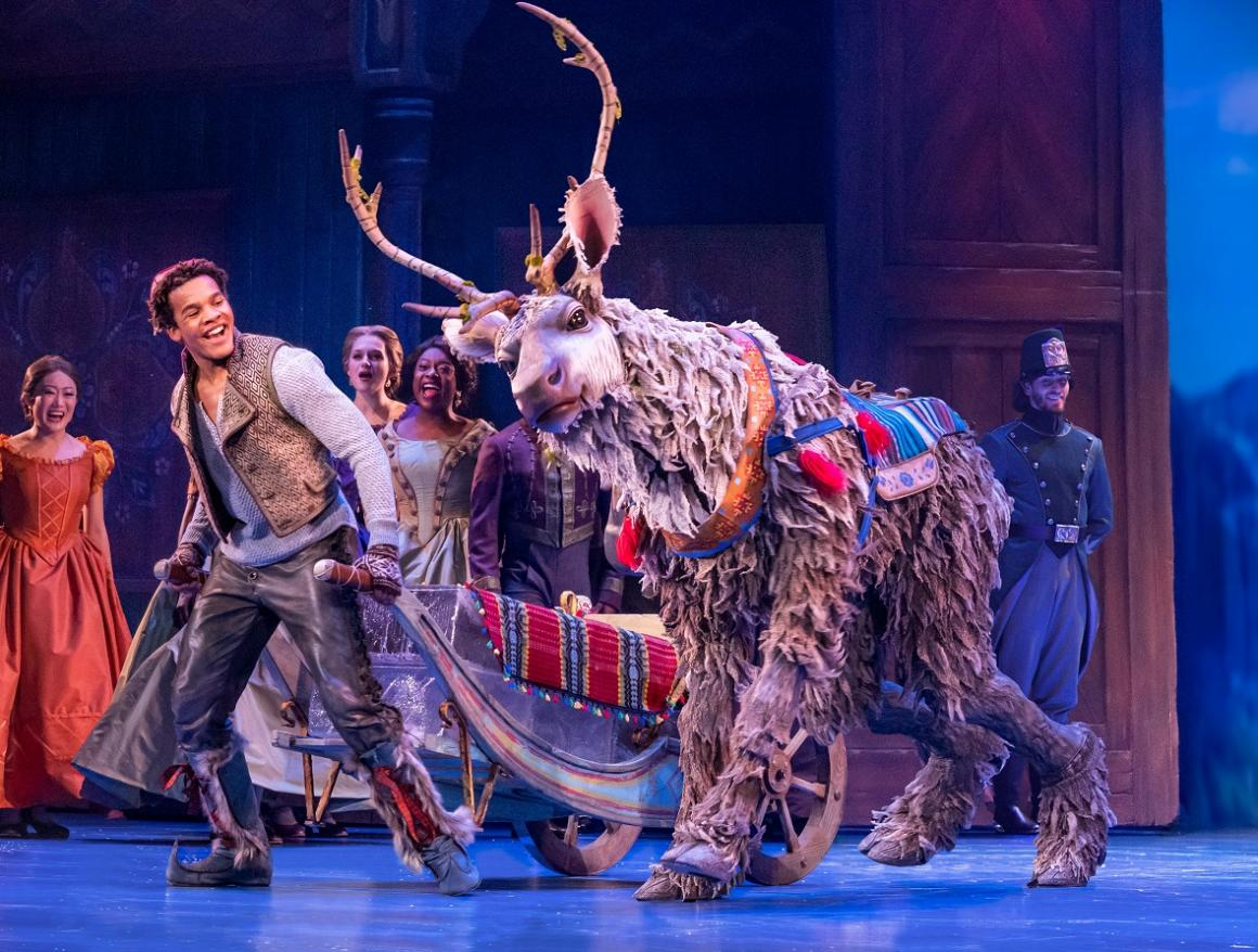 Frozen-seattle-broadway-touring-review-kids-families-mason-reeves-as-kristoff