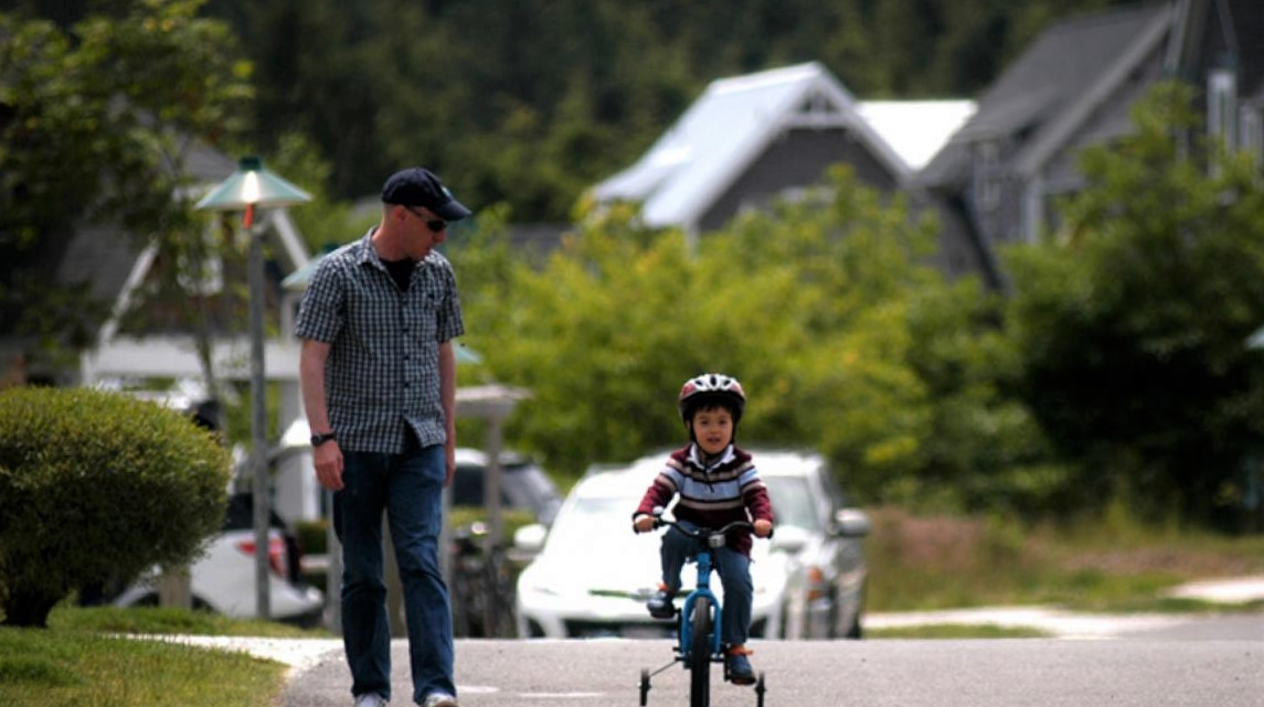 Riding-bikes-at-Seabrook-easy-family-beach-getaway-from-seattle