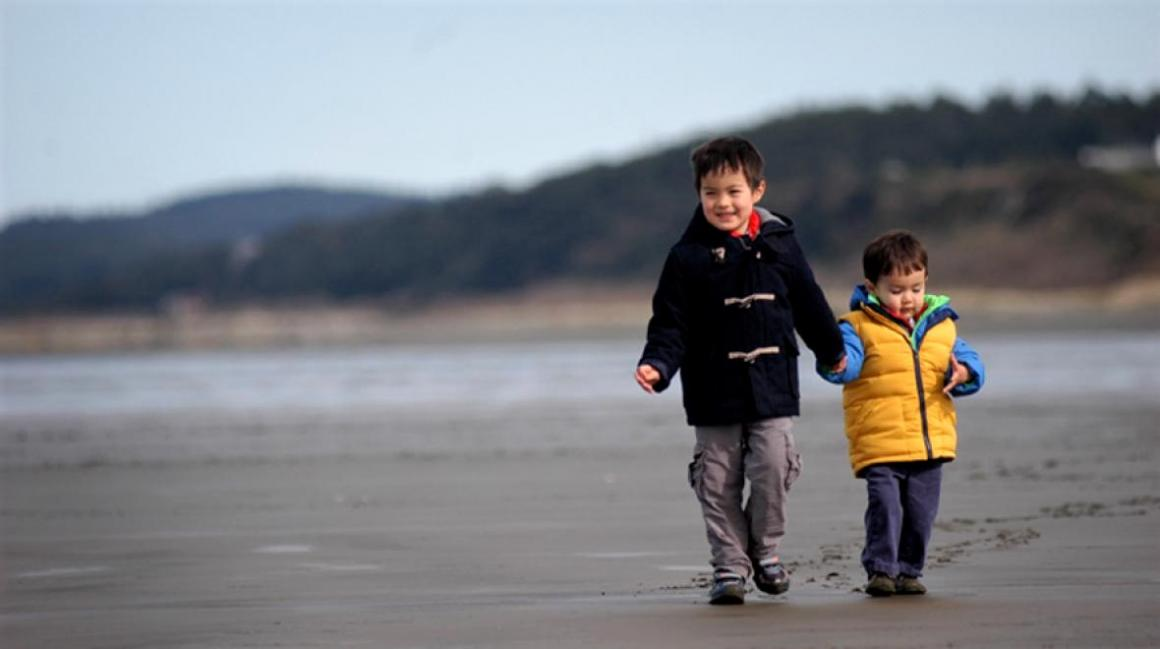 Boys-walking-on-the-beach-Seabrook-getaway-with-kids