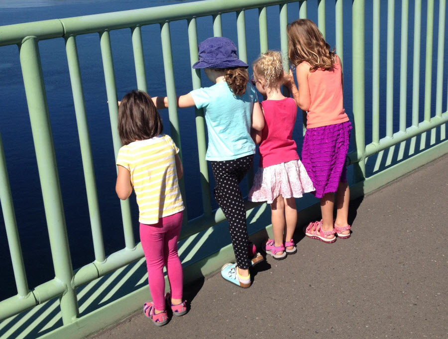 Kids-looking-view-Tacoma-Narrows-Bridge-hike-kids-families